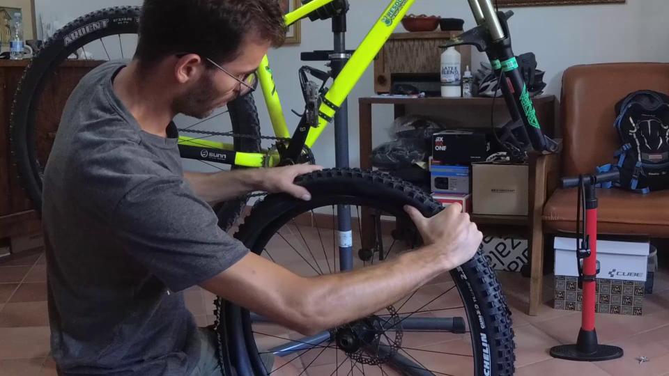 come cambiare il copertone mtb bici sardabike