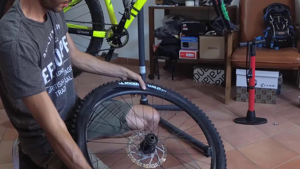 cambiare il copertone mtb bici