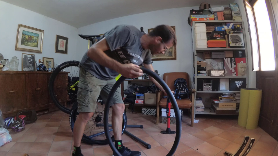 cambiare il copertone della bici e la camera d'aria