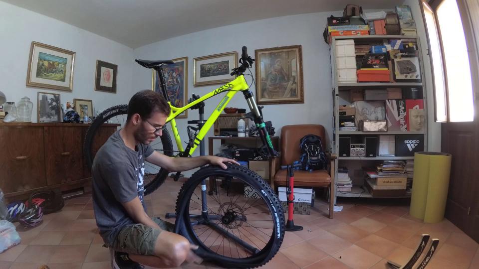 cambiare il copertone mountain bike