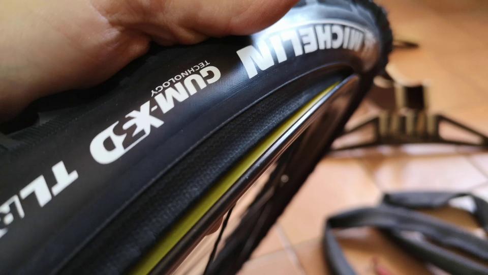 cambiare il copertone mtb bici sardabike