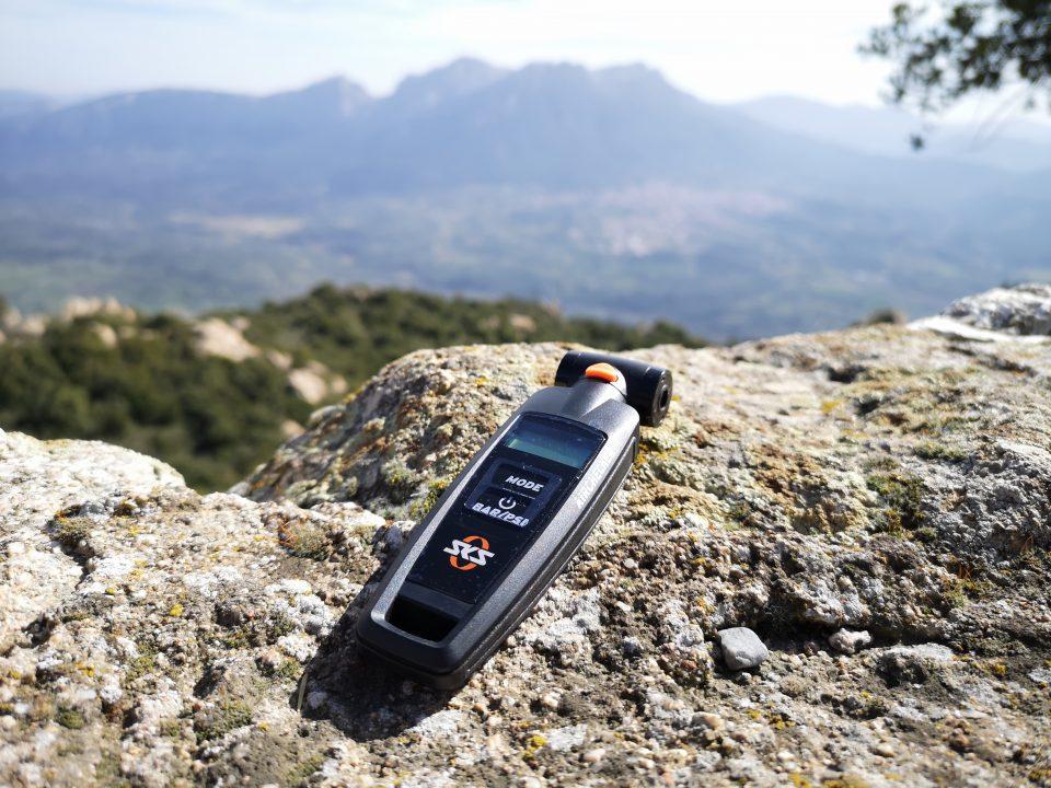 manometro digitale portatile per controllo pressione pneumatici mtb sardabike