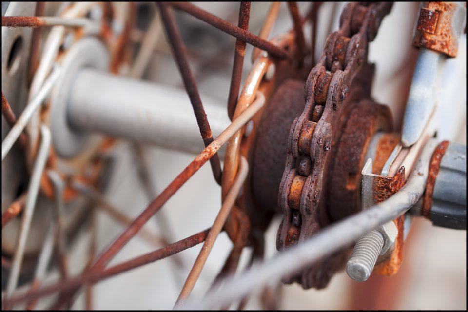 catena bici arrugginita ossidata da cambiare